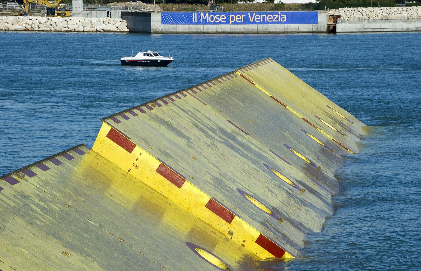 Tangenti del Mose di Venezia: sequestro da 12 milioni di euro. Sì, le grandi opere ci vogliono…