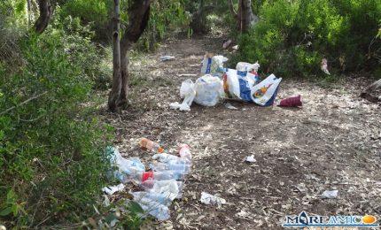 25 aprile nel boschetto della Maddalusa ad Agrigento: dopo 'l'arrustuta' la 'munnizza' abbandonata!