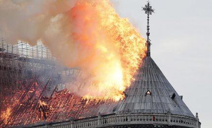 L'incendio di Notre-Dame: la tesi degli 'attentati' serve a coprire le responsabilità della UE e del suo rigore economico