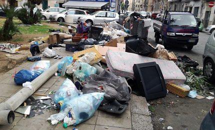 Palermo affoga nell'immondizia, ma arriva l'ennesima promessa di una città pulita