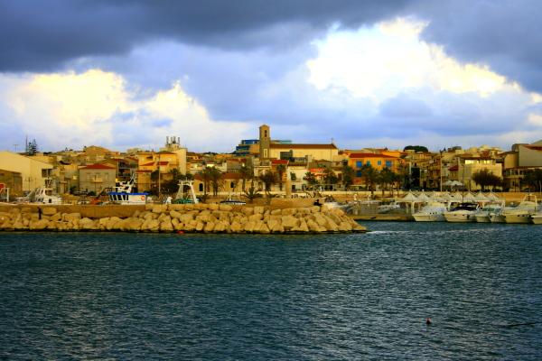 Soldi buttati/ A Scoglitti il porto degli sprechi: in costruzione dal 1879 e ancora incompleto…