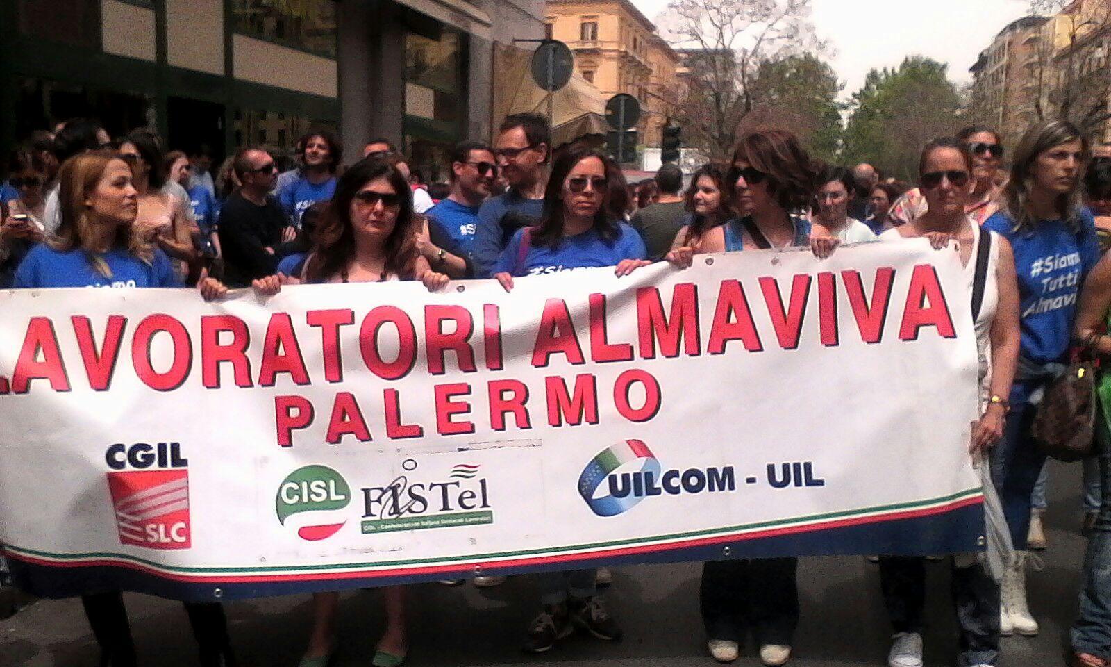 Nella 'giungla' dei call center di Almaviva: 3 mila e 200 famiglie di Palermo a rischio/ MATTINALE 321