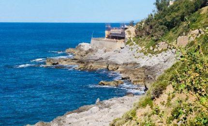 A due passi dalla scogliera che sovrasta il Faro di Cefalù ecco un puzzolente depuratore!