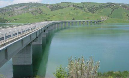 Cari grillini, che bisogna c'era di dare a una Spa la gestione di uno dei più grandi acquedotti del Sud?