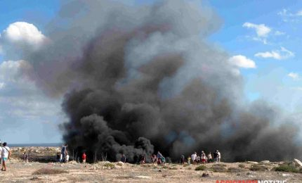 In fiamme il centro raccolta rifiuti di Lampedusa. Ma la raccolta differenziata che fine ha fatto?