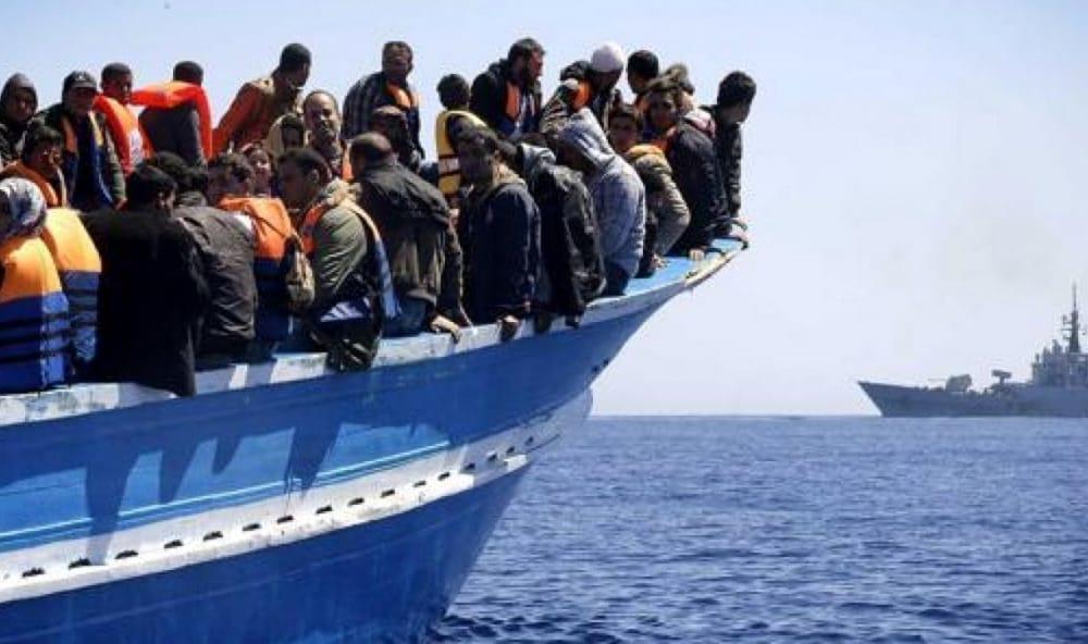L'immigrazione di massa e il vile servilismo delle sinistre al guinzaglio della classe dominante