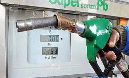Benzina e gasolio: attenzione al sovrapprezzo che in Sicilia arriva a 45 centesimi di euro!/ POLITICANDO