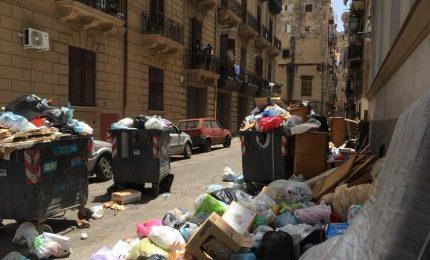 Nemmeno lo scorso Natale Palermo è stata sporca come lo è oggi