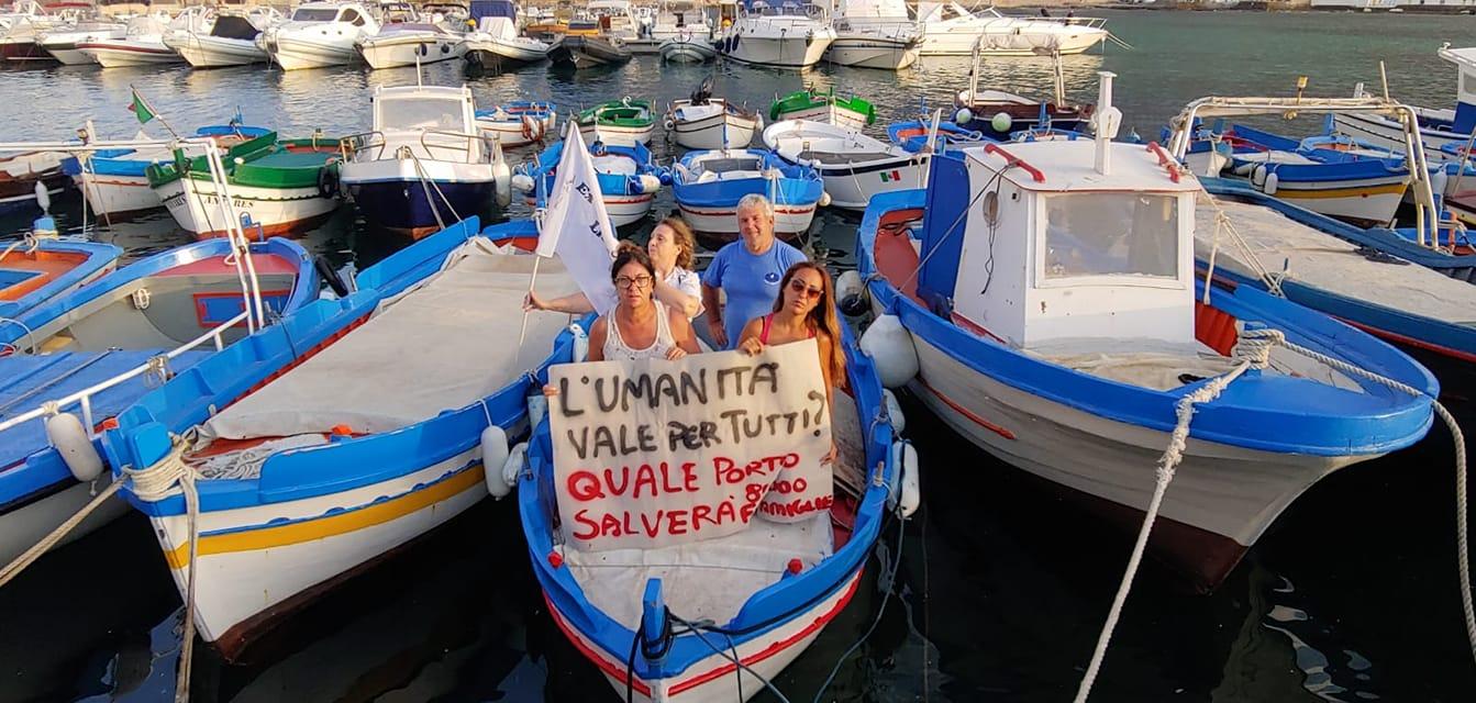 La protesta degli ex sportellisti a mare? Prima vengono i 'picciuli' e i progetti del Centro direzionale…