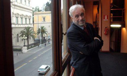 """Addio a Luciano De Crescenzo, l'uomo che ci ha insegnato che """"si è sempre meridionali di qualcuno"""""""