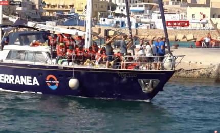 A questo punto perché non cedere Lampedusa alle ONG?