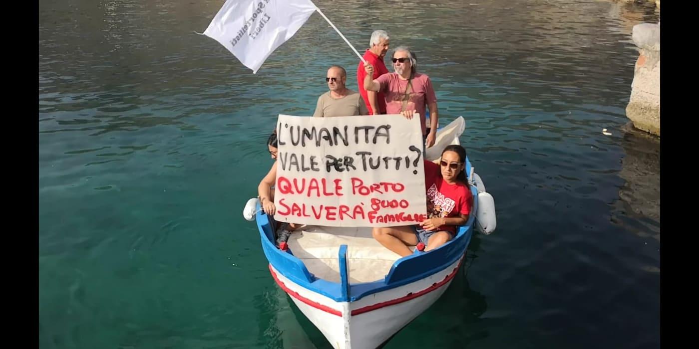 Un gruppo di ex sportellisti 'approda' a Palermo in un barcone. Si accorgeranno di loro?