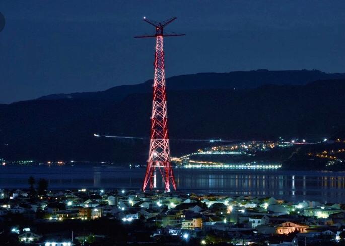 Dopo anni di buio il Pilone di Torre Faro di Messina torna a illuminare lo Stretto