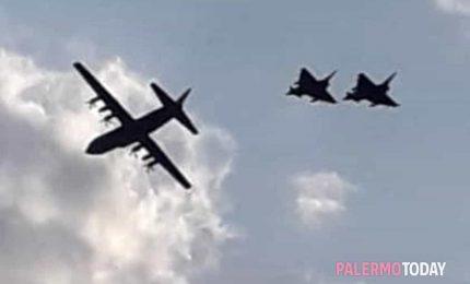 Ora pure gli aerei militari a bassa quota sulla Sicilia. Che fanno? Fotografie e video...