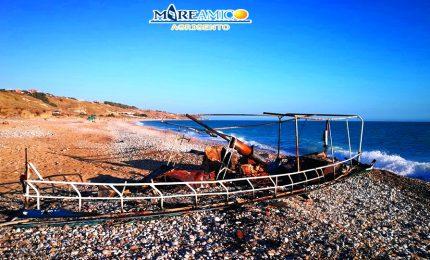 Falò di Ferragosto: a Piana grande (Ribera), bruciata un'imbarcazione utilizzata dai migranti