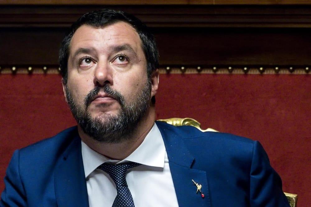 """Che succede alla 'macchina' mediatica di Salvini? In poche ore ha perso 100 mila """"mi piace""""…"""