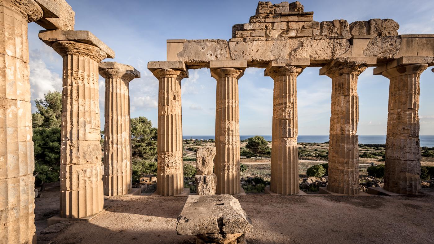 A Selinunte tra i templi greci il re della musica elettronica internazionale Carl Cox