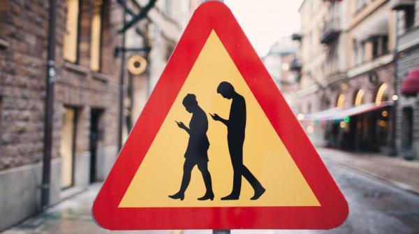 La 'moda' degli Smombi, gli zombi con lo smartphone