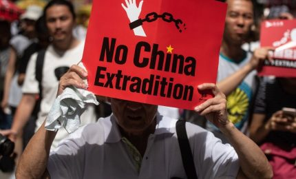 Dietro le manifestazioni di protesta ad Hong Kong... 12 mila km di tecnologia. E Facebook e Google... (VIDEO)