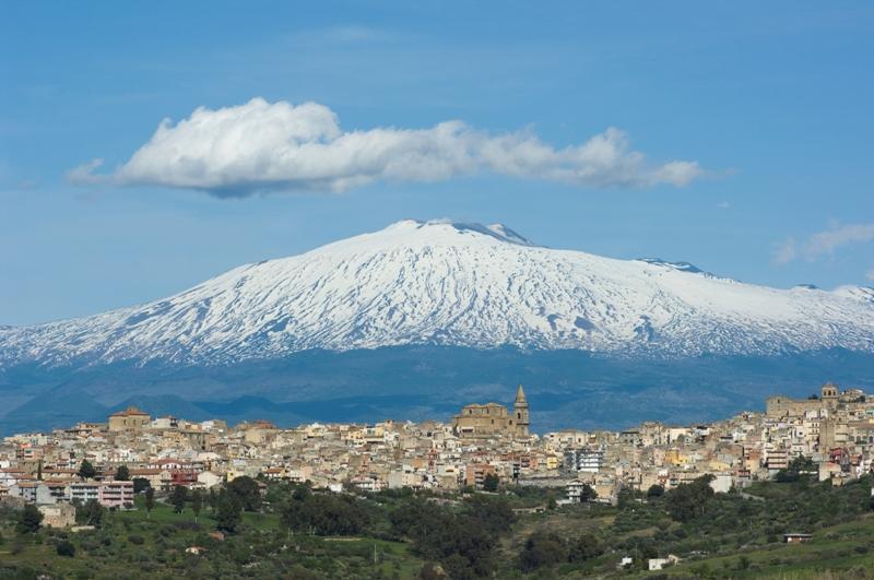 La Sicilia come la Grecia: e venne l'ora delle svendite! E sull'Etna il sindaco di Linguaglossa…