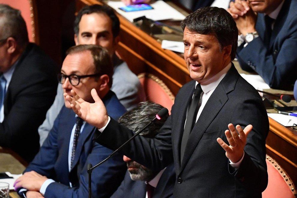 Altolà di Matteo Renzi al PD: niente aumento dell'IVA