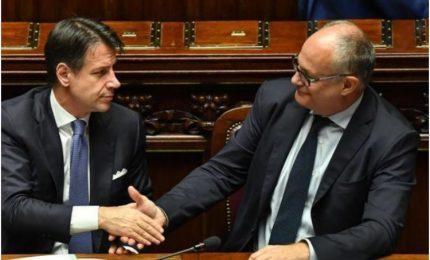 I grillini e Giuseppe Conte gettano la maschera: 'inginocchiati' davanti al PD che sbaracca Quota 100!