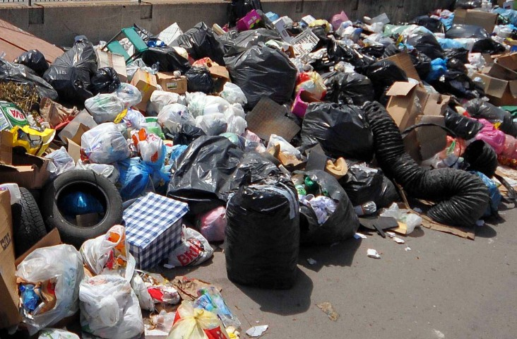 TARI, a Palermo evasione record. E del Comune che lascia i rifiuti per strada ne parliamo?