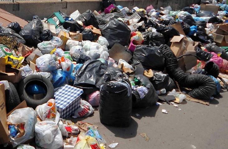 Rifiuti: perché a Palermo è fallita la raccolta differenziata. E il Ministro Costa che fa?