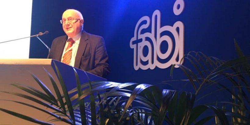 La denuncia della FABI: Banca Intesa vuole chiudere gli sportelli bancari da sostituire con tabaccai e gestori SISAL