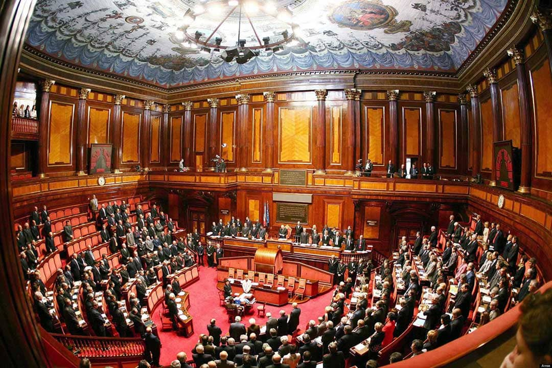 Alto costo dei biglietti aerei in Sicilia: intervengano i parlamentari mettendo a disposizione il 50% delle indennità