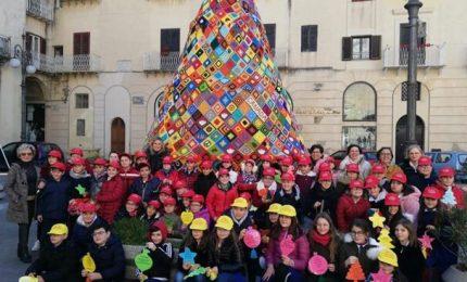 A Casteltermini L'albero di Natale all'uncinetto, l'unico realizzato in Sicilia