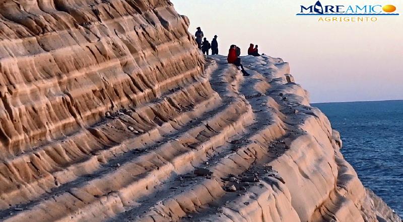 Scala dei Turchi si sta sbriciolando: centinaia di massi sono rotolati a mare (VIDEO)