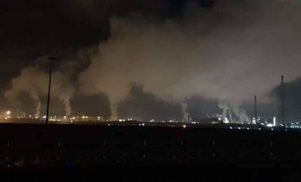 Taranto, acciaio e morte: il gruppo franco-indiano va via, ma si continua a inquinare
