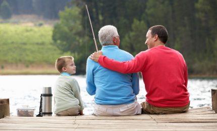 In Italia oltre 7 milioni di famiglie vivono grazie alle pensioni dei nonni. Sempre più poveri grazie alla Ue/ MATTINALE 508