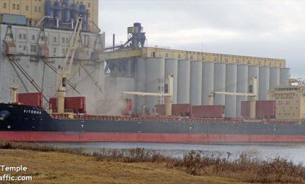 In arrivo tre navi cariche di grano estero nel porto di Bari. Chi sono gli importatori