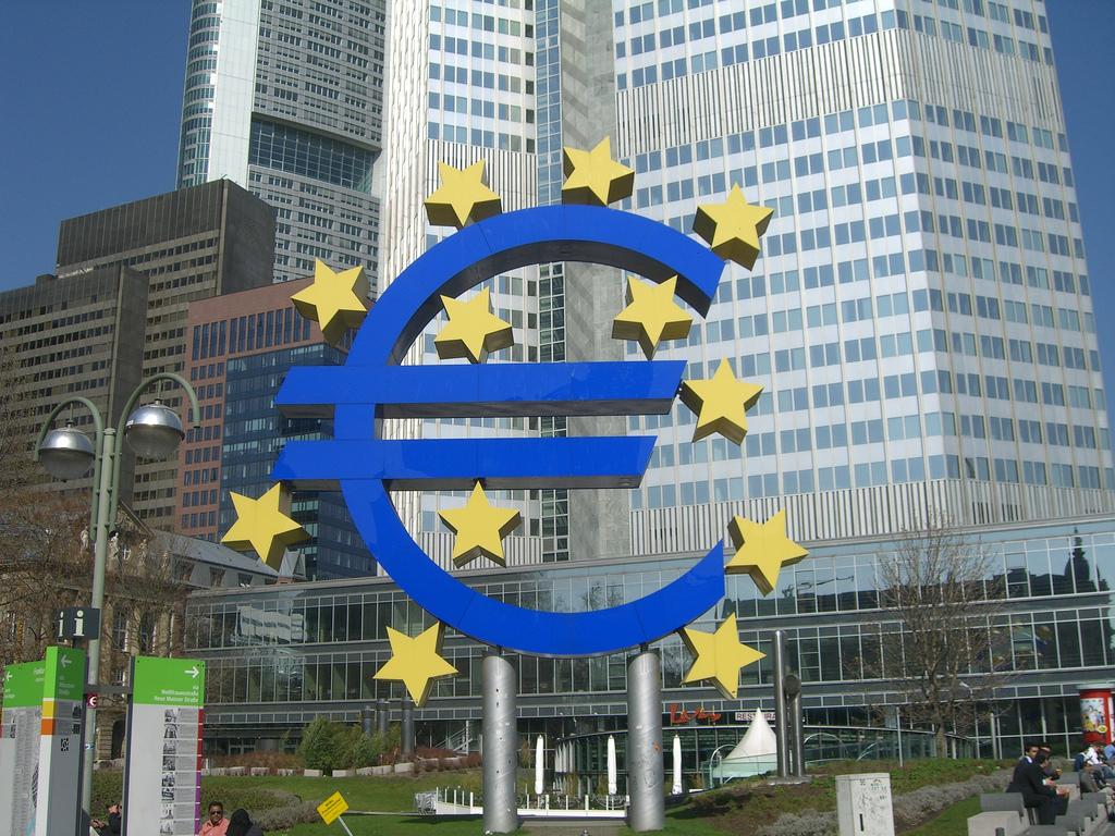 La crisi economica avanza e la BCE ha finito le cartucce. A parte il MES…