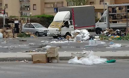 Palermo: lo sapevate che gli ambulanti dei mercatini devono tenere pulito lo spazio occupato?