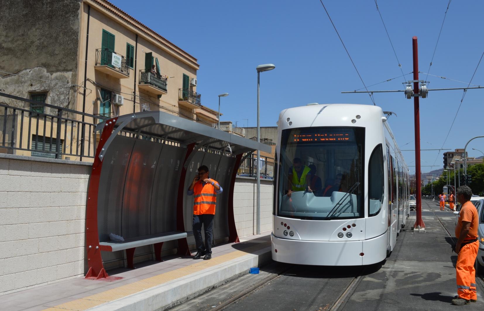 """Palermo, un lettore ci scrive: """"Il Comune blocchi il Tram vuoto e sostenga i poveri senza cibo"""""""
