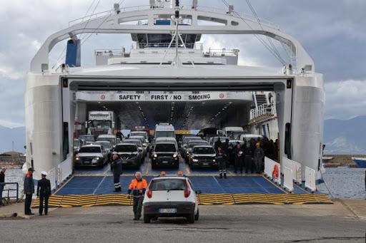 Coronavirus/ Lavoratori marittimi contagiati. Stato di agitazione nei trasporti sullo Stretto di Messina