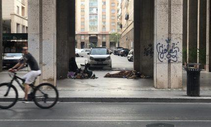 Palermo, senzatetto tra via Ruggero Settimo e Piazza Ungheria: chi si occupa di loro?