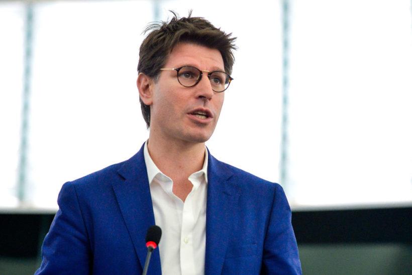 Grillini: è arrivata la 'scomunica' per Ignazio Corrao perché contrario al MES proprio quando Conte…