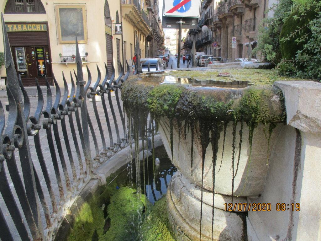 PALERMO-CITTA' 11/ La fontana del Genio di Palermo in Piazza Rivoluzione in totale abbandono (FOTO)