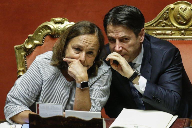 L'abbiamo scritto e lo ribadiamo: fare sbarcare i migranti in Sicilia in piena pandemia è un errore!/ SERALE