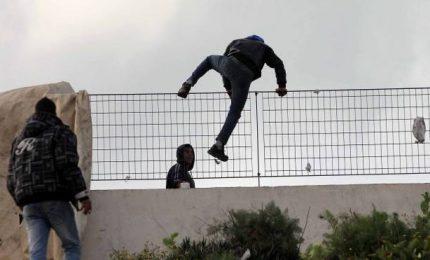 """Centri di accoglienza in Sicilia: """"Situazione sotto controllo"""", ma i migranti continuano a fuggire/ MATTINALE 483"""
