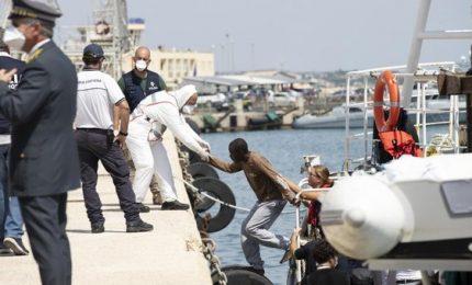 Altri 11 migranti positivi al Coronavirus sbarcati in Sicilia. Dove li hanno portati?