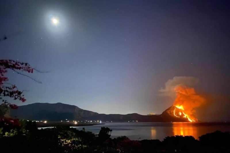 … e il fuoco si inghiottì anche Monte Cofano. I responsabili? Piromani e Scirocco…