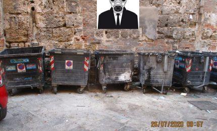 """PALERMO-CITTA' 21/ Un """"olezzo terribile"""" a due passi da Palazzo delle Aquile. Che sarà mai?"""