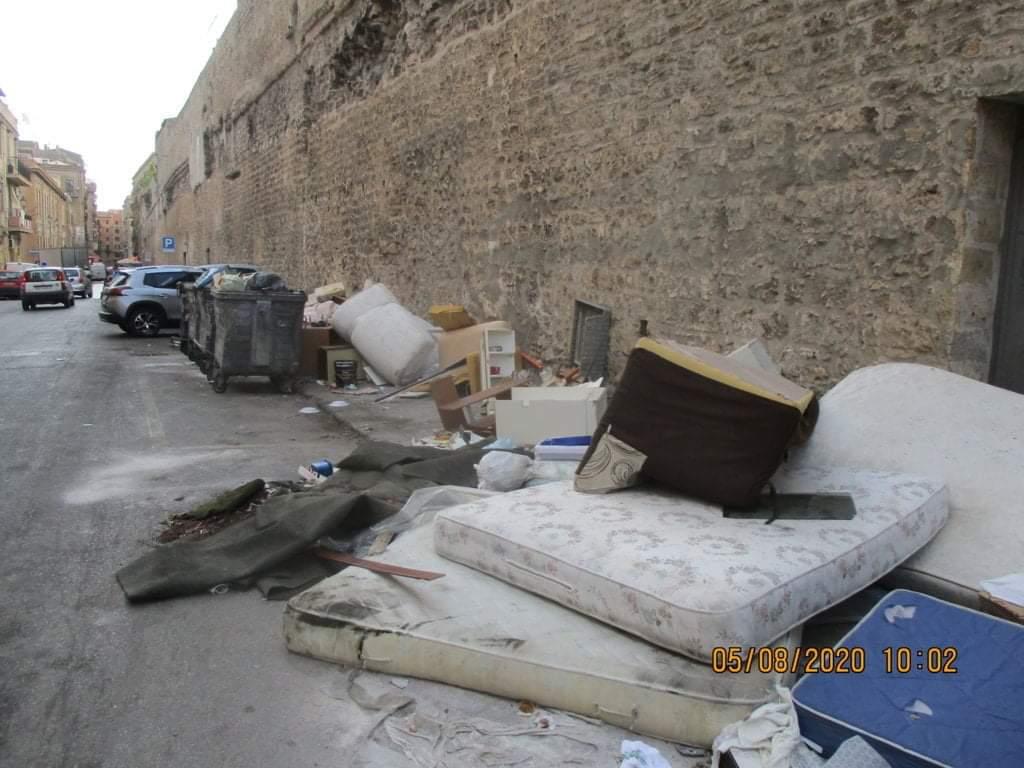 PALERMO CITTA' 28/ Ma chi è che riempie le strade di rifiuti ingombranti? Perché non sanzionarli?