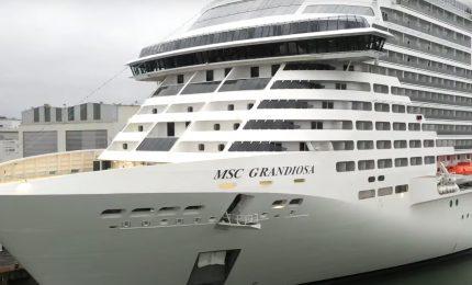 La nave MSC Grandiosa parte da Palermo: quindi le crociere sono ammesse?