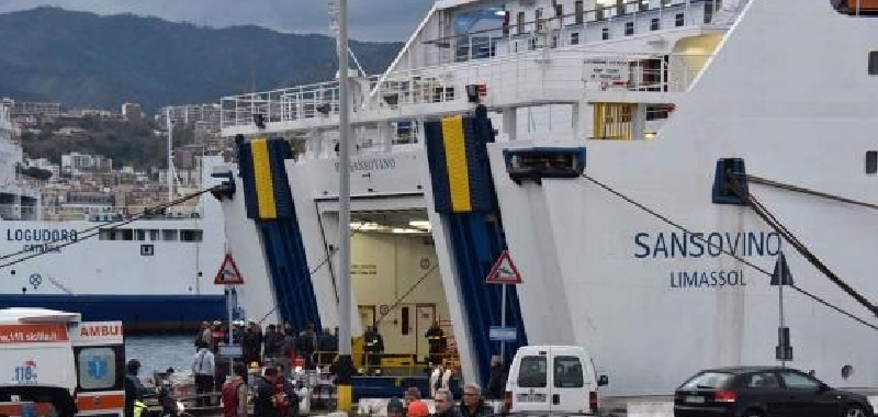 La nave Sansovino perde pezzi: a Linosa il portellone si è staccato ed è finito in mare!